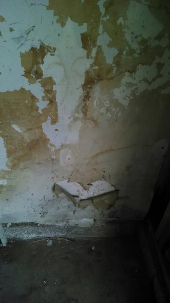 Help With BEAT UP Garage Drywall and Gaps In Concrete Around Garage..-garage-corner-1.jpg