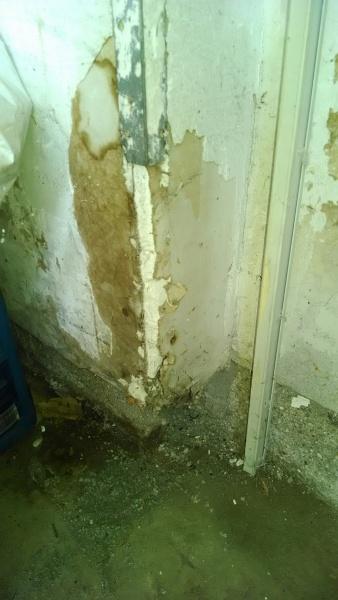 Help With BEAT UP Garage Drywall and Gaps In Concrete Around Garage..-garage-corner-2.jpg