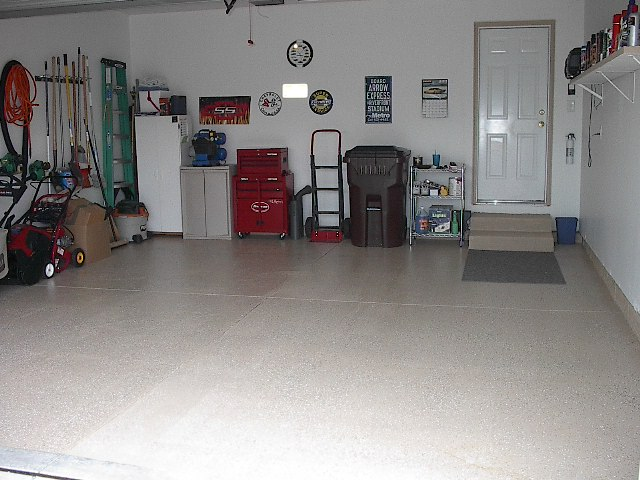 Recommendations for finishing garage floor?-garageafterepoxy.jpg