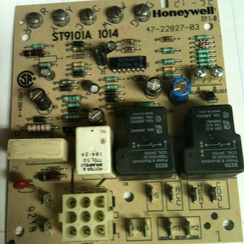 60499d1352942718 replacing furnace control board need assistance pics inside honeywell st9101a 1014 replacing furnace control board, need assistance, pics inside hvac