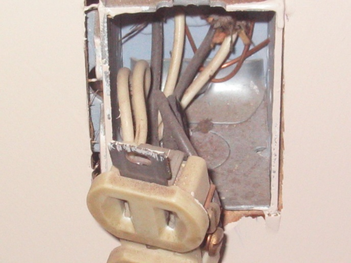 What should I be looking for in receptacles and at wall panel?-house-022.jpg