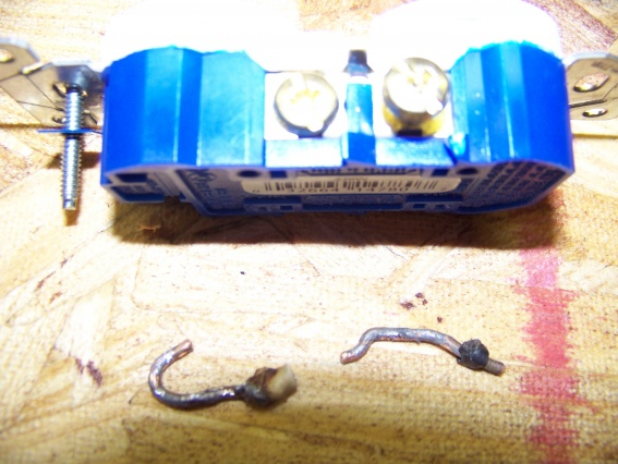 melted wires on outlet-house-pics-054.jpg