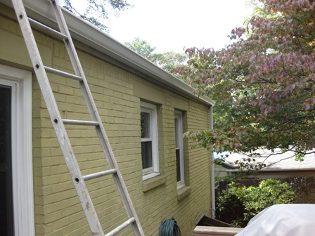 Ventilating House With No Real Soffits Building