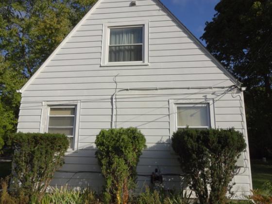Insulating kneewalls vs roof in 1929 house-houseexterior.jpg