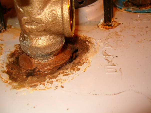 Gas water heater leaks at all fittings-hpim1154.jpg