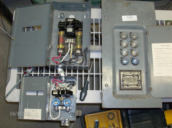 Looking for Amalgamated Electric fuse panel cover-hpim1354.jpg