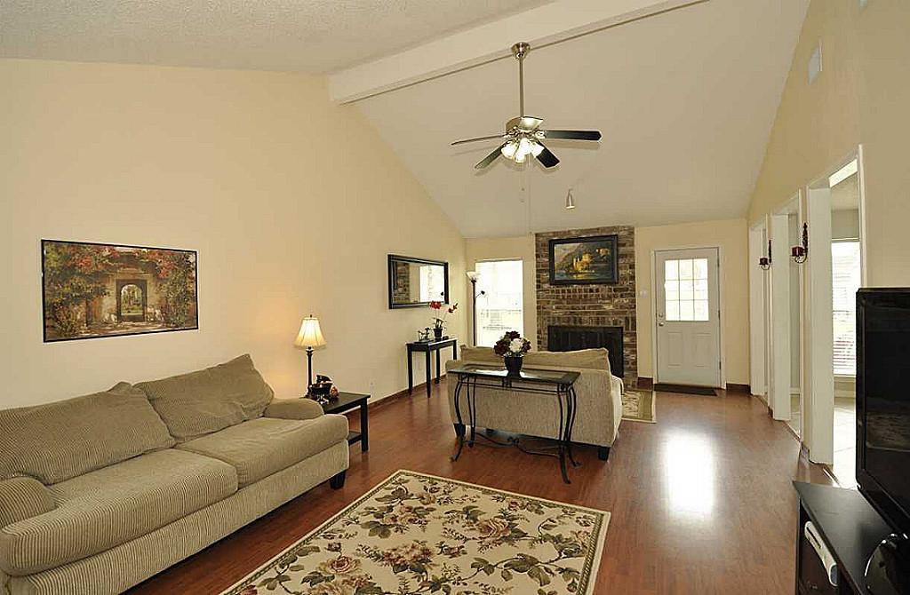 Rectangular Living Room Design | Zion Modern House