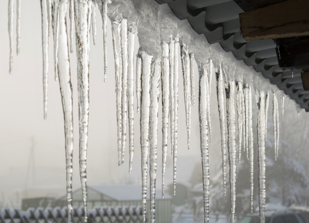4 Tips for Safely Dealing with Ice Dams
