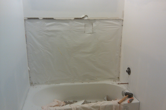 tile tub surround - existing insulation has vaporbarrier-imag0122.jpg