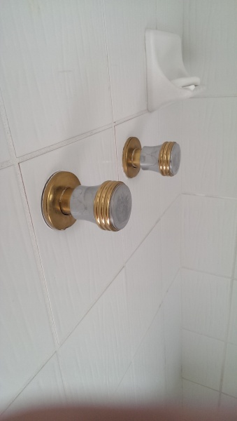how to remove shower faucet handle-imag0671.jpg