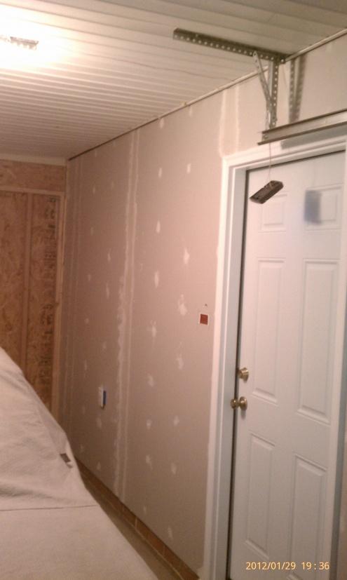 Gap between ceiling and wall-imag2605.jpg