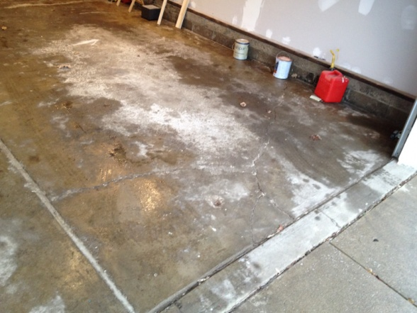 Garage floor cracks-image-121004734.jpg