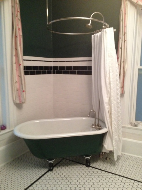 Beautiful little clawfoot tub has been found-image-219835381.jpg