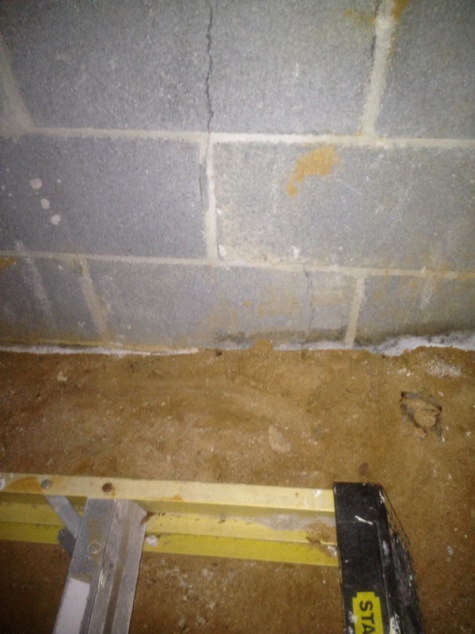 Foundation crack-image-281227215.jpg