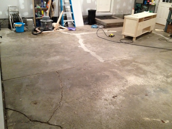 Garage floor cracks-image-3453953352.jpg