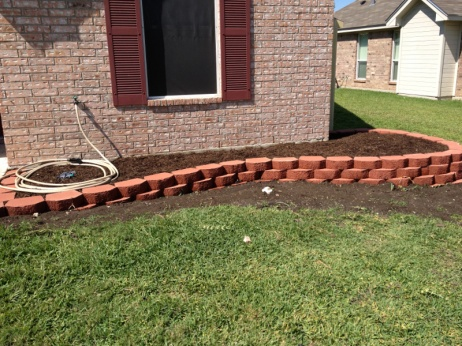 Retaining wall blocks not alligning up-image-48638229.jpg