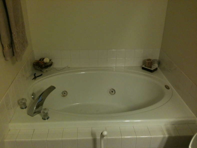 how to unclog a jacuzzi drain-image-932789999.jpg