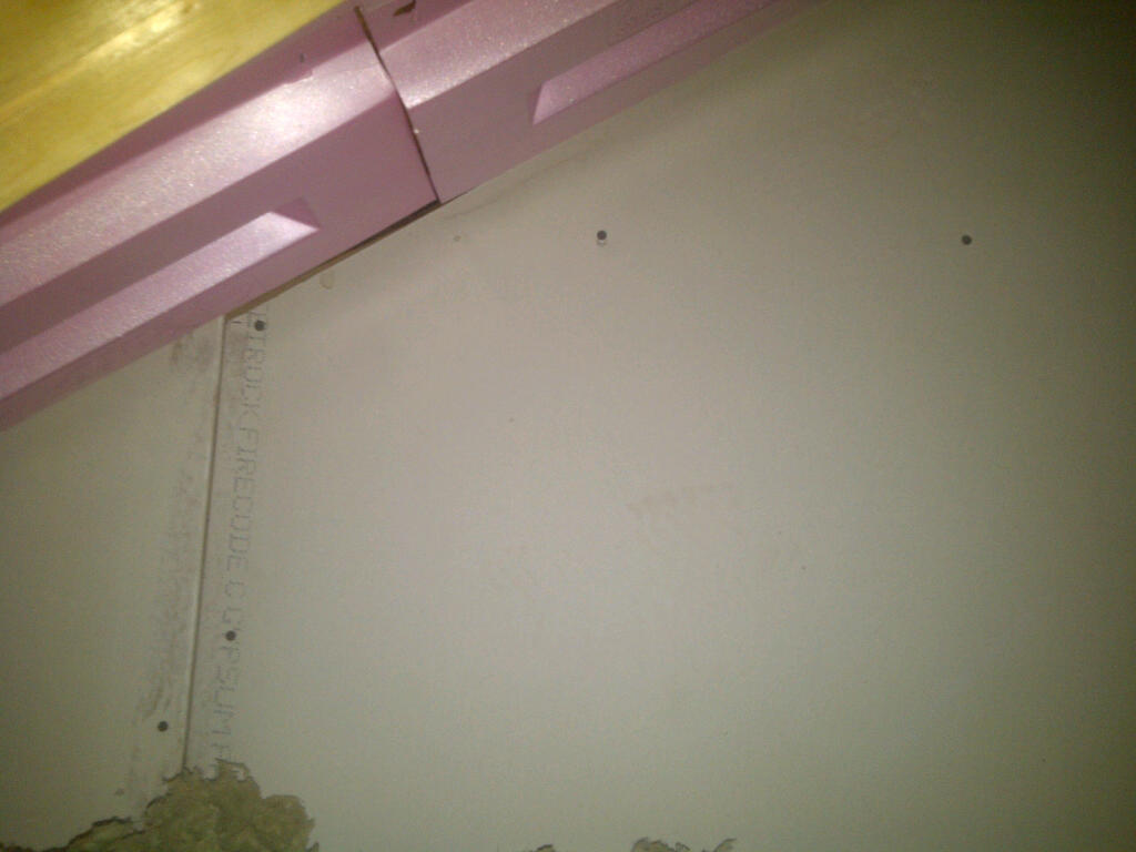 How to insulate this area-img-20121213-00377.jpg