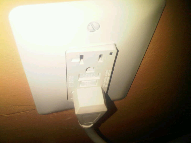 """Power receptacles not installing """"square""""-img00034-20100102-1414.jpg"""