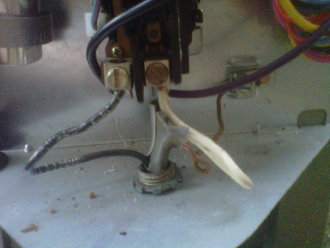 Can I use a 2-pronged run capacitor with this Bryant Air Condensor?-img00216-20110627-2005.jpg