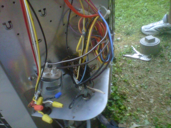 Can I use a 2-pronged run capacitor with this Bryant Air Condensor?-img00217-20110627-2005.jpg