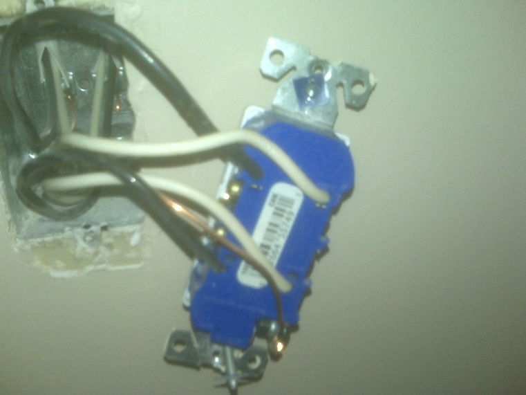 Can I use this outlet for a Split Outlet??-img00219.jpg