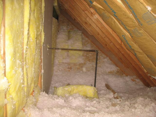 Unvented Attic with fiberglass insulation-img0411qu.jpg