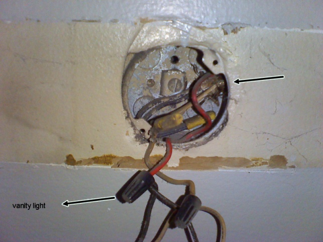Trying to figure out my bathroom wiring. May not have ground wire.-img108.jpg
