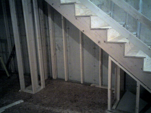 Building a Desk under stairs-img172.jpg