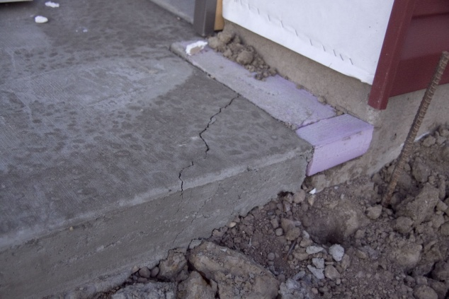 Crack in concrete 2 days after pouring?-img_0052.jpg