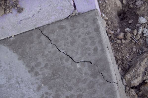 Crack in concrete 2 days after pouring?-img_0053.jpg