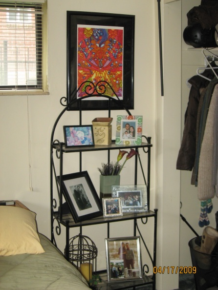 Hodge Podge Bachlorette Bedroom needs feng shui decoration-img_0064.jpg