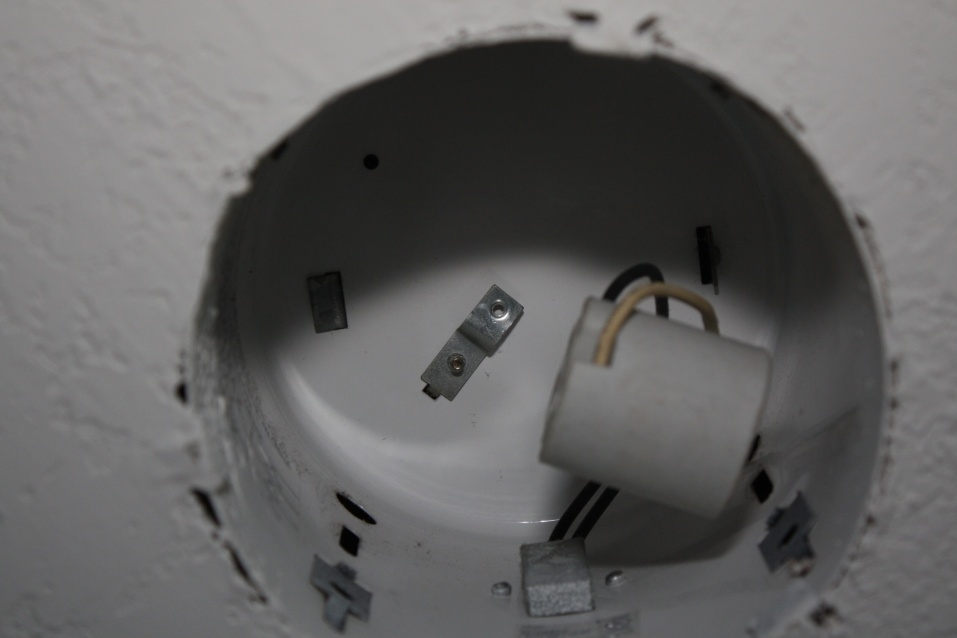 How to Replace Socket in Recessed Housing?-img_0068.jpg