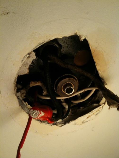 Installing a ceiling fan in a 1925 ceiling-img_0109.jpg