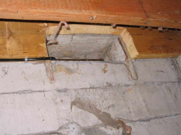 Crawl space vents -- joist cut out!-img_0122.jpg