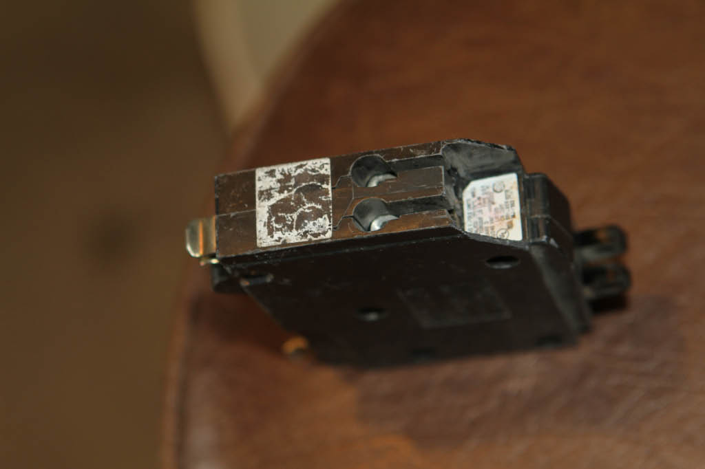 does a household circuit breaker have thermal memory?-img_0154.jpg