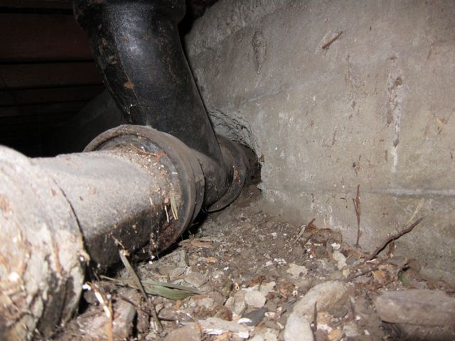 removing iron drain from foundation-img_0262.jpg