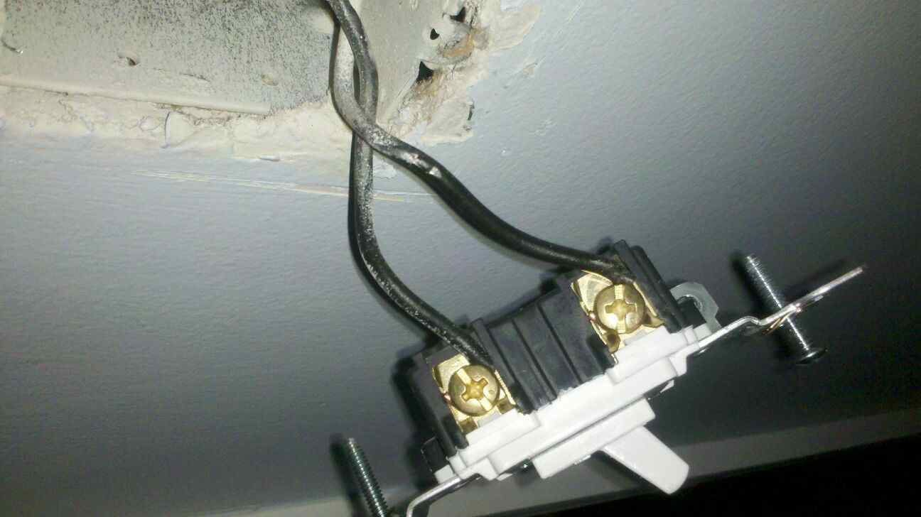 Switch for wall outlet dims lights-img_0293b.jpg
