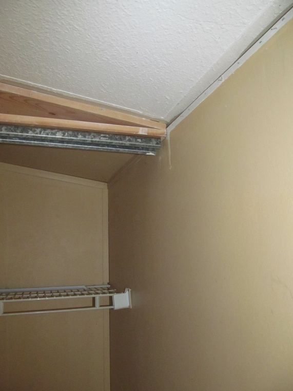 help with closet drywall in mobile-img_0434.jpg