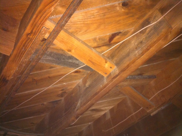 What is this crossbracing on my floor joists?-img_0449-1-.jpg