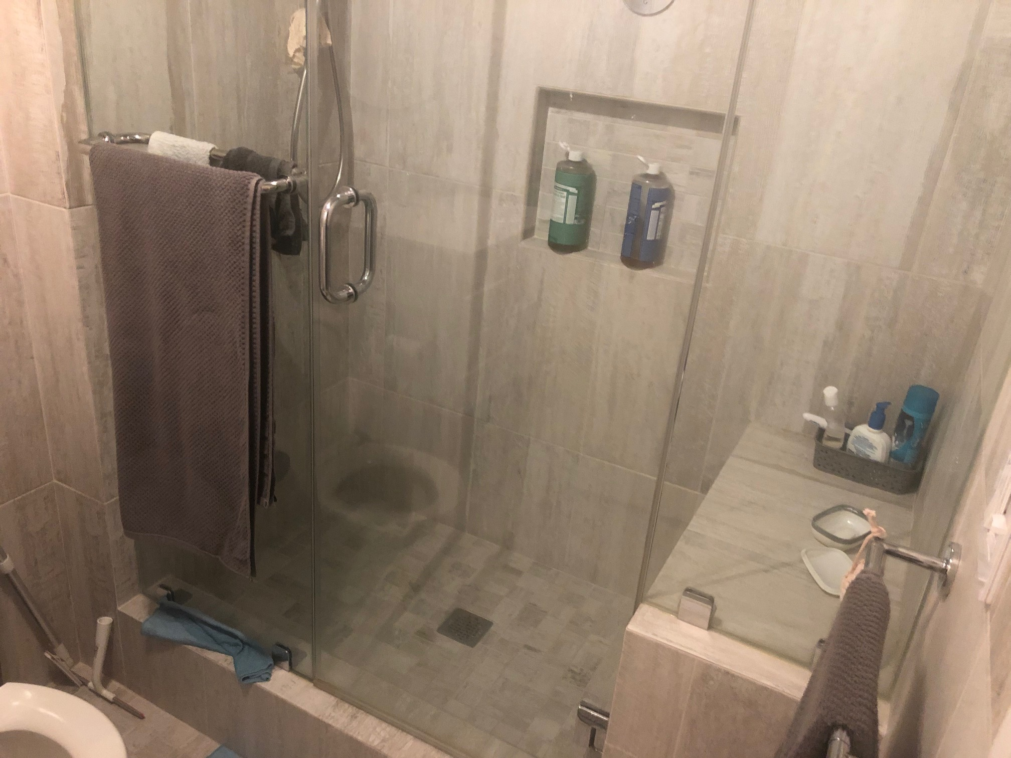 Water spilling from shower all over the floor!! Please Help!-img_0600.jpg