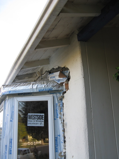 Will boxing-in roof eaves exacerbate mold growth?-img_0638.jpg