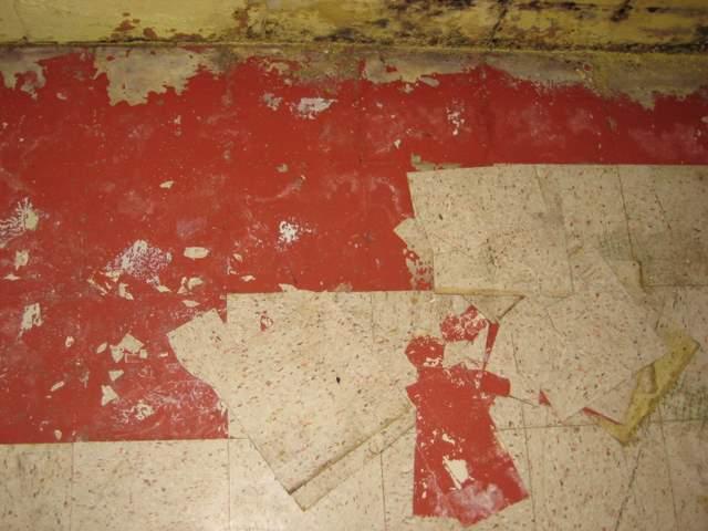 removing old basement tiles, no vis glue holding down??-img_0706.jpg