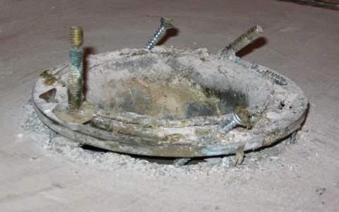 floor flange nightmare-img_0758.jpg