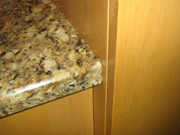Is this a lousy granite installation?-img_0779.jpg