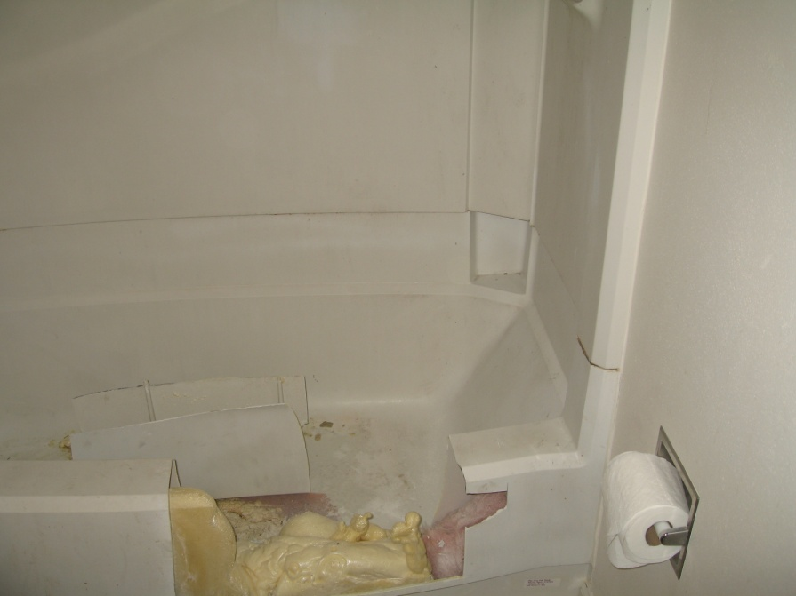 Instructions for removing a fiberglass tub? Help!-img_0902.jpg