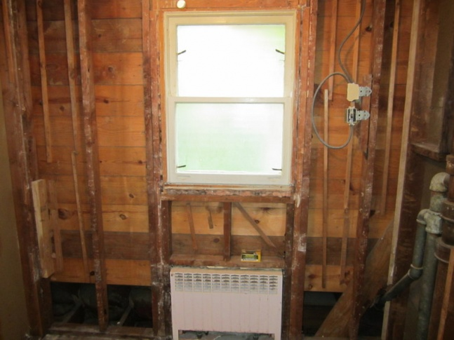 Correct way to insulate this situation in bathroom-img_1050.jpg