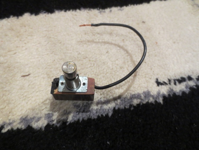 Help with rewiring a switch for vacuum cleaner-img_1185.jpg
