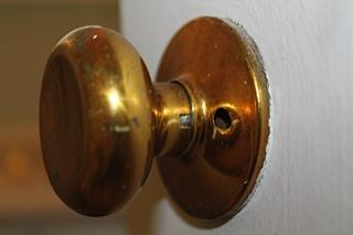 Remove An Old Door Knob With No Screws General Diy