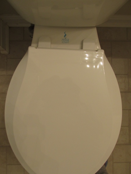 Toilet seat in crooked position-img_1199.jpg